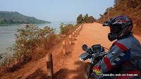 Los geht's ... immer am Mekong entlang
