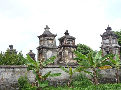 Vườn tháp chùa Linh Quang