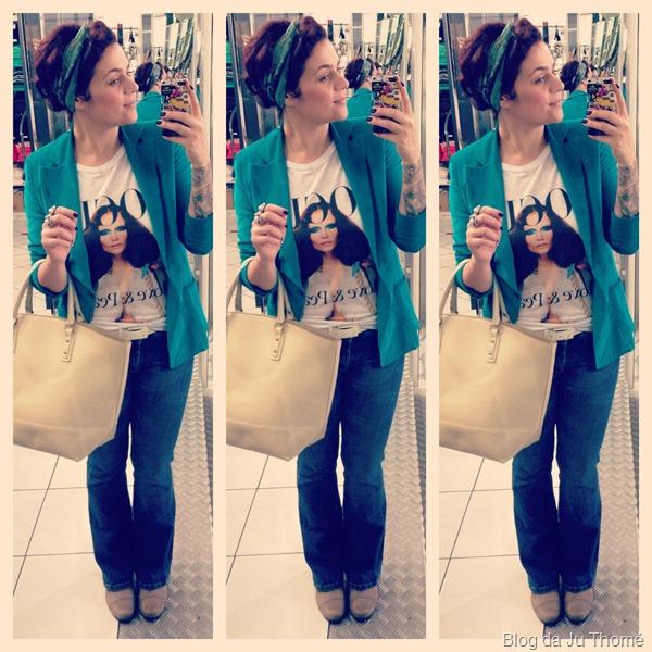 look calça jeans flare, camiseta,  blazer colorido e lenço no cabelo (2)