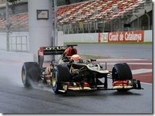 Grosjean con la Lotus nei test di Barcellona 2013