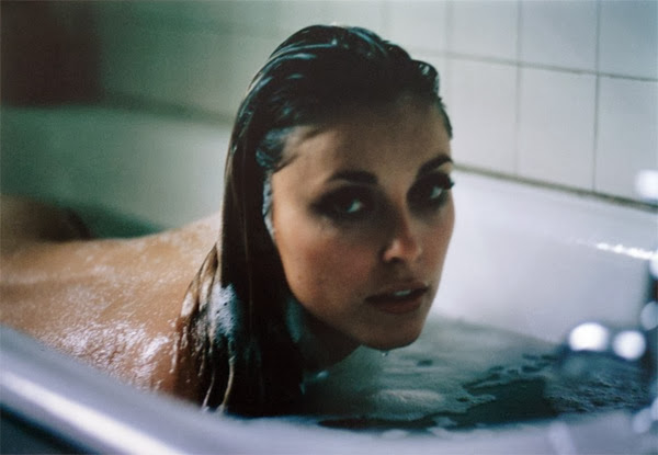 Jerry-Shatzberg-Sharon-Tate-Bath