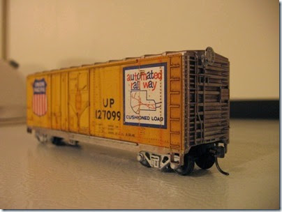 IMG_6248 Athearn  40-foot Grain-Loading Boxcar Union Pacific #127099