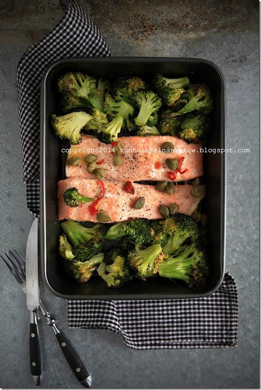 łosoś pieczony z brokułami (1)