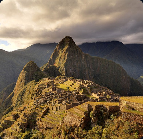 Machu_Picchu_-_Juin_2009_-_edit