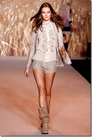 Anna Sui lace spring 2012