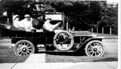 Adelaide, Elmer Rittenhouse, Gerard R driving, 1913