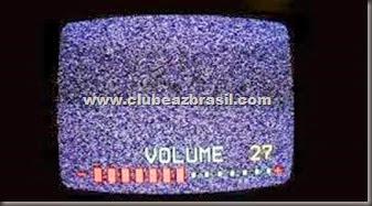 Por que o volume dos canais variam tanto na tv por assinatura
