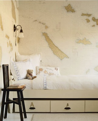 The print is a minimal yet darling detail in this children's room. (decorpad.com)
