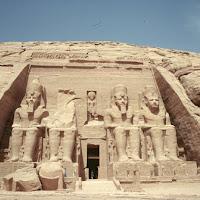 25.- Abú Simbel.Gran speo de Ramses II