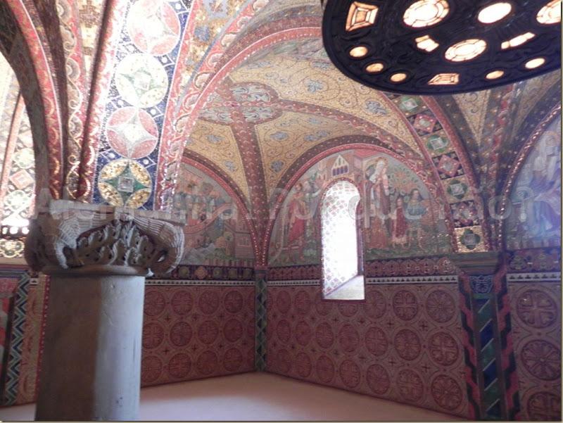 Quarto de Isabel da Turíngia: em 1902 foram colocados em todas as paredes deste quarto, mosaicos magníficos contando a história da vida de Isabel. Emocionante.