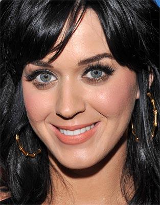 Katy Perry provoca e da beijo em fã no Rock In Rio