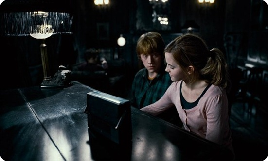 Ron-and-Hermione-harry-potter-and-the-deathly-hallows-movies-17179893-720-405