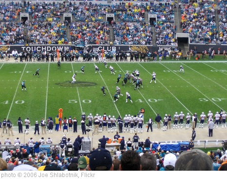 'Jaguars Game' photo (c) 2006, Joe Shlabotnik - license: http://creativecommons.org/licenses/by/2.0/