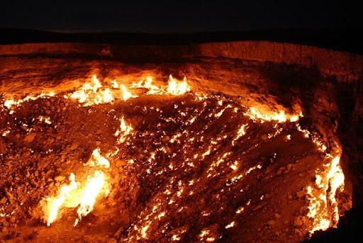 door-to-hell6 & The Door to Hell - Burning Gas Crater in Darvaza Turkmenistan ... Pezcame.Com