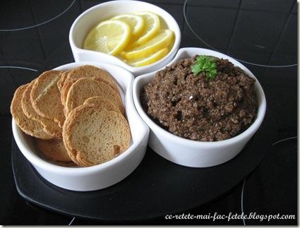 Tapenade - Pasta de masline - servim cu pesmet si lamaie