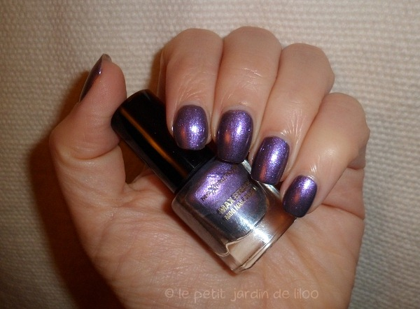 006-max-factor-max-effects-mini-nail-polish-moon-dust