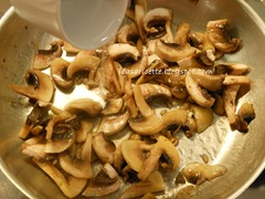 cdr zuppa di zucchine e funghi, funghi e acqua
