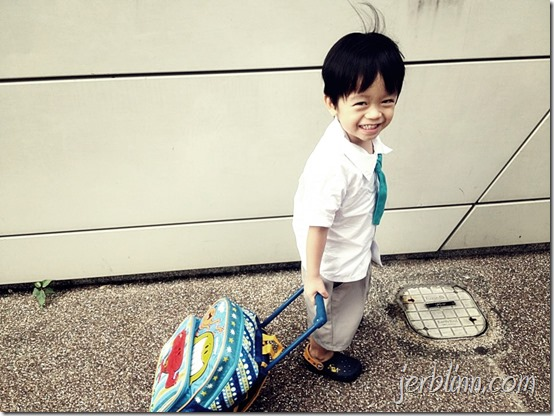 Ju to school