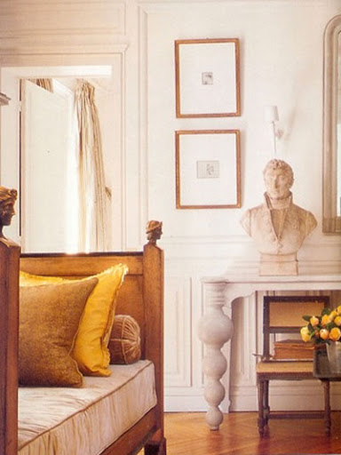 Beautiful gold accents adorn this living room. (this is glamorous)