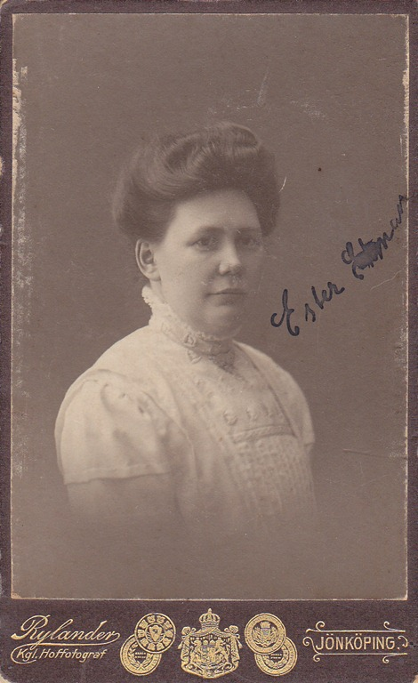 Ester porträtt A