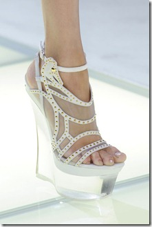 Versace_Spring_2012_Details_Ta_I3_Fwpa_LRZl