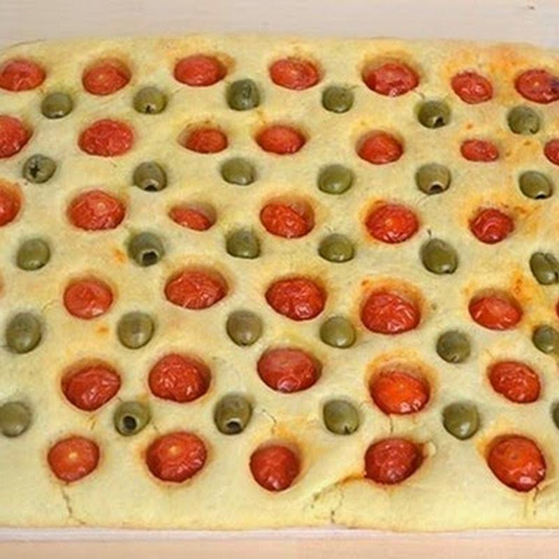 Πίτσα με ελιές και ντοματινια