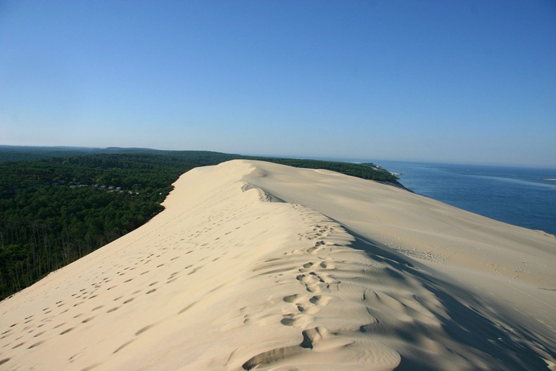 The great dune of pyla a moving desert in france amusing planet - Restaurant dune du pyla ...