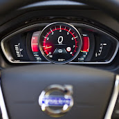 2013-Volvo-V40-HB-Interior-2.jpg