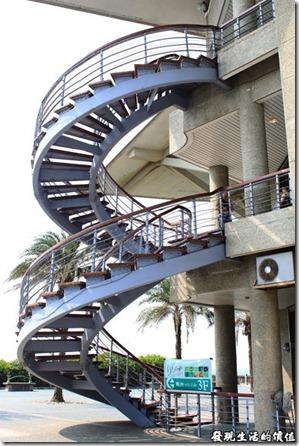 東港青洲濱海遊憩區。遊客中心的螺旋樓梯。