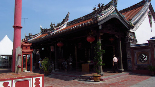 A Chinese temple on Temple Street, where temples, churches and mosques can all be found within a few feet of each other. For this reason, it's also known as Harmony Street.