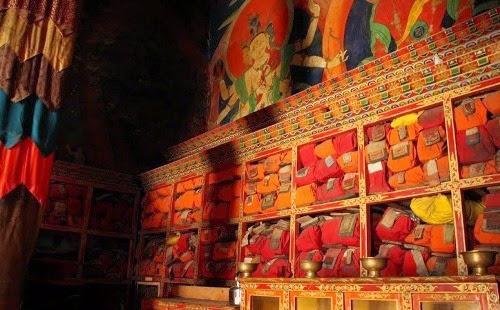 Du lịch tâm linh hành hương Phật giáo - Người Áo Lam - 003