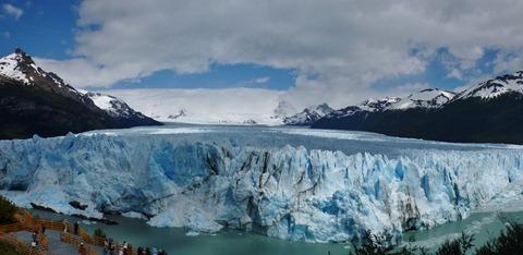 Crowds on the pasarelas at Glacier Perito Moreno, Argentina.