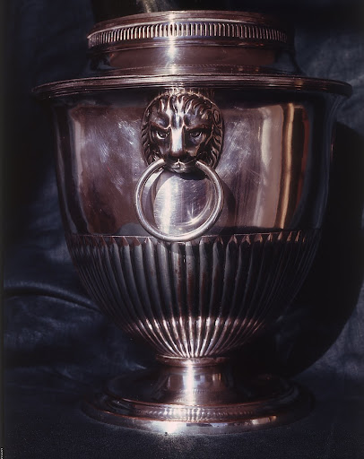 The lion-head wine cooler was an extremely popular form.