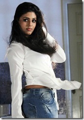 Actress Iniya Hot in Kan Pesum Varthaigal Latest Photos
