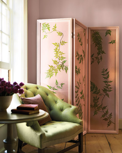 This jasmine-vine folding screen is just gorgeous, I might have to make one for myself. Learn how to at: