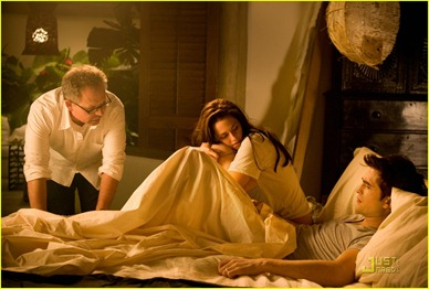 robert-pattinson-kristen-stewart-breaking-dawn-stills-06