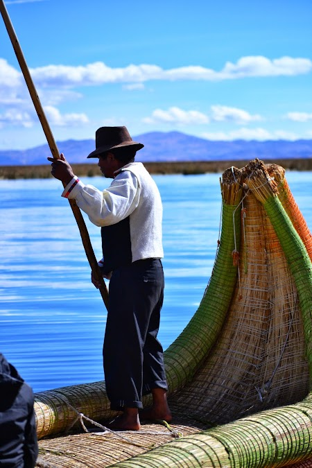 Insulele plutitoare Uros pe lacul Titicaca