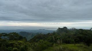 Blick auf Lautoka und die Yasawas von Mt. Batilamu Hut; Wanderung im Koroyanitu National Heritage Park.