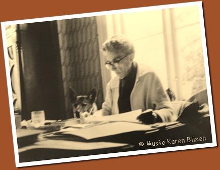 Karen Blixen. Table de travail et chien