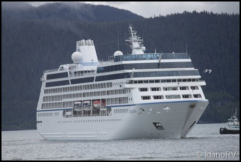 Cruise-Ship-Leaving-5