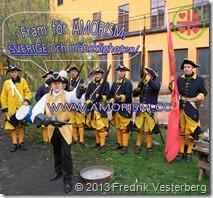 DSC04229 (1) Karoliner salut och Fredrik 1700 tal hatt handskar guldväst värja pistol. Med amorism