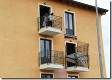 Crolla balcone in New Town a L'Aquila