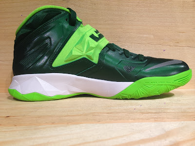 nike zoom soldier 7 tb gorge green 2 06 Closer Look at Nike Zoom Soldier VII Team Bank Styles