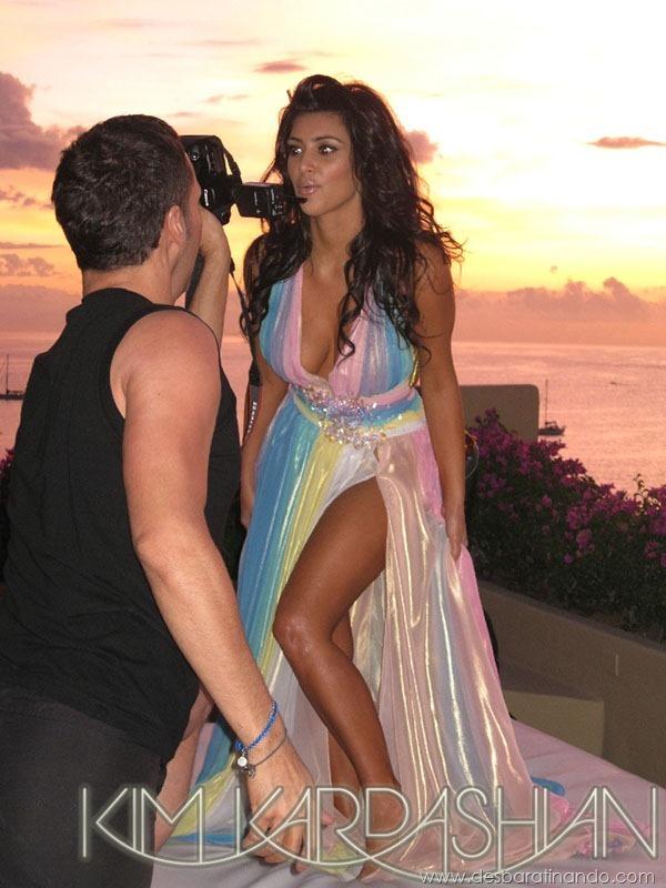 kim-kardashian-linda-sensual-sexy-sedutora-boob-peitos-decote-ass-bunda-gostosa-desbaratinando-sexta-proibida (120)