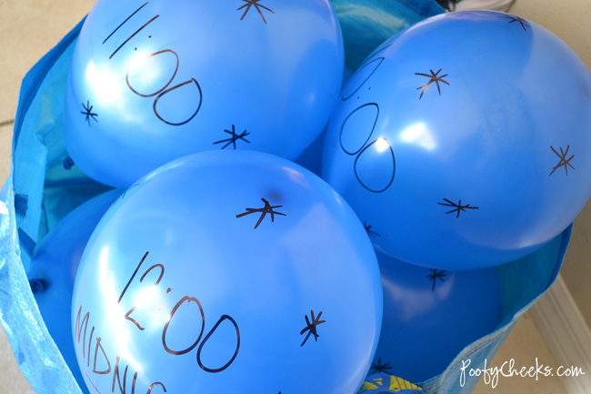 New Year Balloon Countdown - Perfect for a kid friendly party!