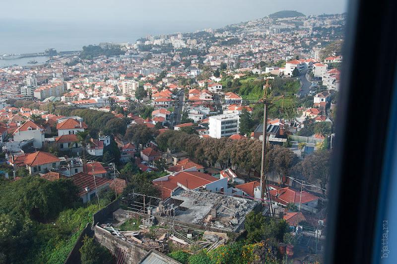 17. Не смотря на тесноту, город постоянно и везде строится. Канатная дорога. Фуншал. Мадейра. Круиз на Costa Concordia.