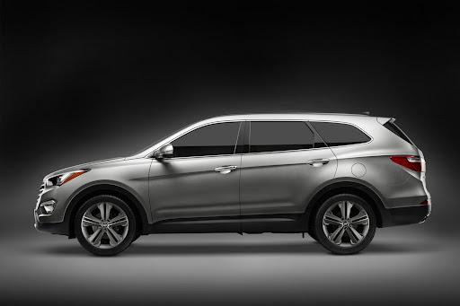 2013-Hyundai-Santa-Fe-01.jpg