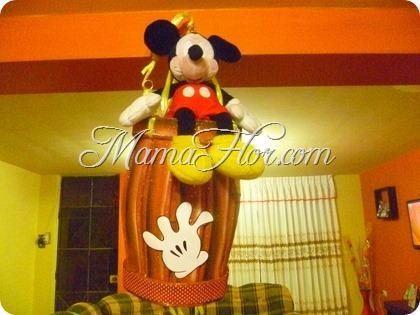 Como hacer una piñata de Mickey Mouse: de cartón