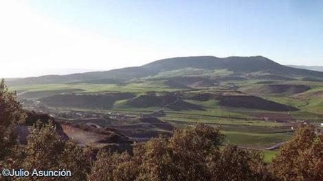 La sierra del Perdón y el paso del Carrarcal desde la cueva de Alaiz - Tiebas