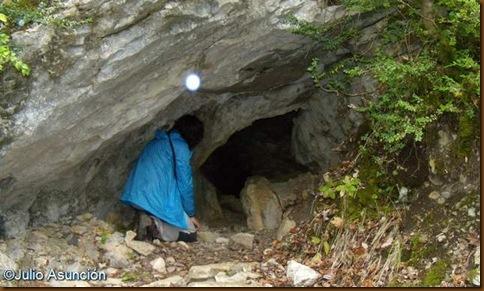 Boca de acceso a la cueva de los Moros - Navascués